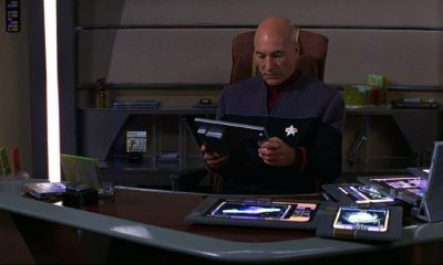 Picard uses an iPad